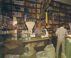 """Una imatge de l´antiga botiga de Can Fonoll. Foto: cortesia de la família Riera """"Fonoll""""."""