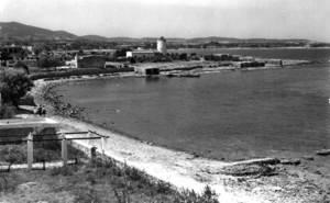 La costa de davall Can Tareguet, a l´extrem SO del municipi de Sant Antoni, abans de l´arribada del turisme de masses. Foto: arxiu de Neus Riera Balansat.