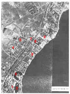 """Cartago. Vista aèria del terreny on estava la ciutat en èpoques feniciopúnica i romana, amb indicació dels principals punts esmentats: 1) <em>tophet</em> de Salambó; 2) port mercant; 3) port militar; 4) Byrsa; 5) turó de Juno; 6) necròpolis de Dermech; 7 necròpolis de Douïmès; 8) necròpolis de Bordj-Djedid i Ard el-khéraib; 9) sector """"Magó"""". Foto: Cliché Armée de l´Air / <em>Les tombes puniques de Carthage</em>."""