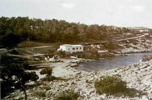 Al centre de la imatge es veu el mollet de Cas Mallorquí, els anys seixanta del s. XX. Foto Cabrerizo.