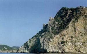 Es Castellar, al massís del cap des Llibrell, al S de cala Llonga. Foto: Enric Ribes i Marí.