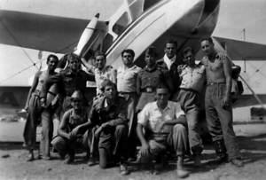 Soldats destinats a l´aeroport des Codolar quan era d´ús militar. Eren els anys cinquanta del s. XX. Foto: cortesia d´Antoni Ferrer Cïrer.