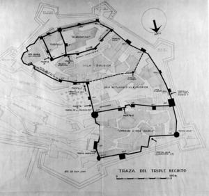 El plànol anomenat de la triple murada àrab; Antoni Costa Ramon va situar-hi el traçat de la murada medieval. Extret de <em>La triple murada de l´Eivissa àrab</em>.