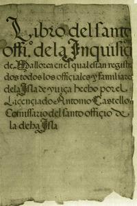 Coberta d´un llibre del Sant Ofici de la Inquisició d´Eivissa. Aquest organisme utilitzava el castellà a la major part dels seus escrits oficials i, d´aquesta manera, contribuí a la decadència de la llengua i cultura catalanes. Cortesia de l´Arxiu Històric de la Pabordia d´Eivissa.