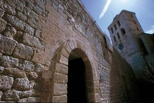 El Decret de Nova Planta va reformar profundament les institucions autòctones, especialment la Universitat, la façana de la seu de la qual apareix a la imatge. Foto: Vicent Marí.