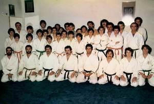 A dalt, grup de judokes que participaren en una exhibició celebrada l´any 1975 al Dojo Los Molinos.