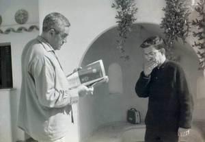 Karl Dudek amb Vicent Calbet, a la Casa dels Artistes, a cala Tarida. Foto: Marià Planells Cardona.