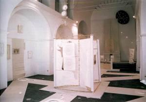 Exposició d´Isabel Echarri, celebrada el 1999 a l´església de l´Hospitalet. Va ser la primera exposició que organitzà el Museu d´Art Contemporani en aquesta antiga església. Foto: cortesia del Museu d´Art Contemporani.