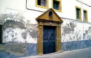 Història contemporània. Portal de l´antic Seminari d´Eivissa, que fundà el 1794 el bisbe Eustaquio de Azara a l´edifici que anteriorment havia pertangut als jesuïtes. Foto: Neus Garcia Ferrer.