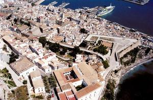 Municipi d´Eivissa. Vista aèria del baluard de Santa Llúcia i de la Marina. Foto: Joan Antoni Riera.