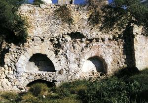 Foto de les restes del molí d´Enmig, a Santa Eulària, que era mogut amb la força de l´aigua del riu. Foto: Antoni Ferrer Abárzuza.
