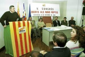 Imatge del V congrés de l´Entesa Nacionalista i Ecologista, celebrat el 2001, del qual sortí elegit secretari general Enric Ribes i Marí. Foto: cortesia de l´Entesa Nacionalista i Ecologista.