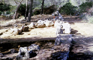 Restes arqueològiques del jaciment de sa penya Esbarrada, a Santa Agnès de Corona. Foto: Jordi H. Fernández Gómez.
