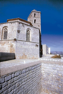 Església. El 1392 el visitador Joan de la Mata descriu el temple amb les cinc capelles de l´absis. Foto: Vicent Marí.