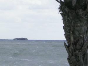 L´illa de l´Esponja, situada davant de la platja d´en Bossa.