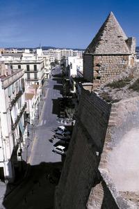 El carrer del comte de Rossselló, aixecat sobre la segona Estacada. Foto: Vicent Marí.