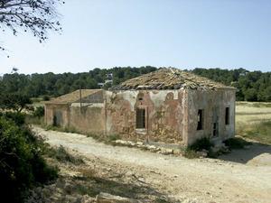 Casa des Fil. Edifici de Porroig on arribava la línia telegràfica que unia Eivissa amb Xàbia des de 1885. Foto: Felip Cirer Costa.