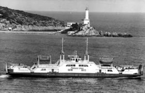 El ferri <em>Arlequín Rojo</em> de la naviliera Flebasa Lines, SA, que unia els ports d´Eivissa i la Savina. Foto: Joan Antoni Riera.