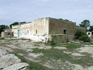Formentera. Arquitectura. Can Martí, al cap de Barbaria, exemple del model de casa tradicional usual fins a final del s. XIX. Foto: Marià Castelló Martínez.