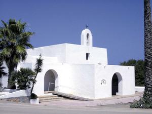 Formentera. Arquitectura. L´església del Pilar, d´aspecte i volumetria molt semblant a les esglésies eivissenques. Foto: Savina Majoral Ballester.