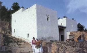 Can Frare Verd, amb els dos vlums talussats que caracteritzen aquesta casa de Sant Agustí. Foto: Valérie Gevers.