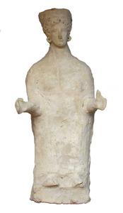 Terracota femenina trobada el 1906 al jaciment de la hisenda de can Frare Verd. Foto: cortesia del Museu Arqueològic d´Eivissa i Formentera.