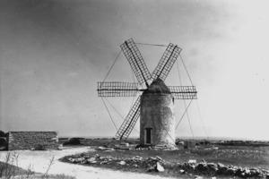El molí Vell de la Mola, propietat de la Fundació Illes Balears. Foto: Josep Juan Juan.