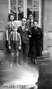Joaquim Gadea Fernández amb la seua família a Gransac (França) el 1939.