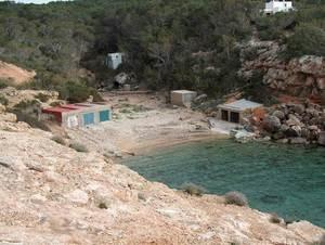 La zona amb edificacions disperses situada entre la punta de sa Galera i cala Salada es coneix com sa Galera. A la foto, el racó de sa Galera.