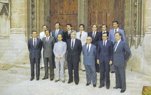 Foto del Govern Balear de l´any 1983 al qual pertanyien els pitiüsos Antoni Marí Calbet i Enric Fajarnés Ribas. Foto: extret d´<em>Els reis de Mallorca</em>.