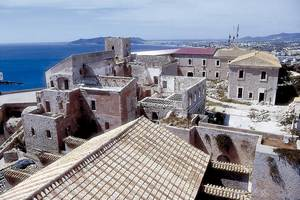 La casa del Governador, en obres, a l´esquerra, vista des de la torre del campanar de la Catedral. Foto: Vicent Marí.