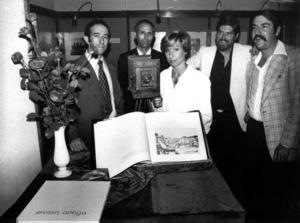 Els membres del Grup IF de fotografia, el 1976, durant la presentació del llibre <em>Eivissa antiga</em>.