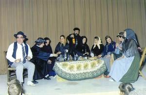 El Grup de Teatre de l´IES Quartó de Portmany, el 1991, durant la representació de la rondalla <em>En Pere Bambo</em>, de Joan Castelló.