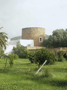 La torre des Guascos, a la vénda des Coloms, de Santa Eulària des Riu. Foto: Felip Cirer Costa.