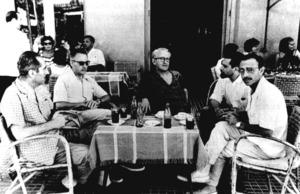 Francisco Gutiérrez Cossío (Pancho Cossío), al centre de la imatge, l´estiu de 1960 a la terrassa de l´Hotel Montesol, amb Marià Villangómez, Antonio Ruiz i Fernando-Guillermo de Castro. Foto: Josep Maria Subirà.