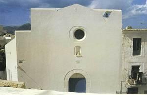 Façana de l´església de l´Hospitalet, després de la intervenció d´Elies Torres i J. A. Martínez Lapeña entre els anys 1981 i 1984. Foto: extret de <em>Documentos de arquitectura</em>.
