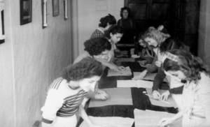 Una classe a l´antic edifici de l´Institut d´Ensenyament Secundari Santa Maria, a Dalt Vila. Foto: Arxiu Històric Municipal d´Eivissa.