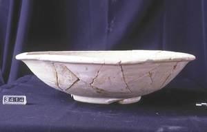 Plat trobat al jaciment arqueològic de can Jai. Foto: Jordi H. Fernández Gómez.