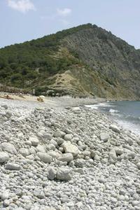 La platja des Jondal, amb el puig des Jondal al fons.
