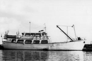 La motonau Joven Dolores atracada al moll de la Savina.