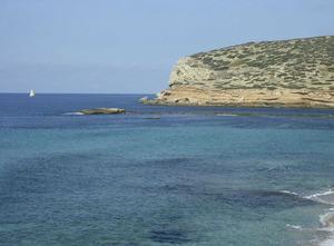 L´escull Llarg, entre les platges de Comte i l´illa des Bosc. Foto: Felip Cirer Costa.