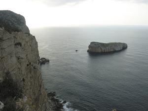 La seca de sa Llisana es troba al S de l´illa Murada, vora l´escull des Picatxo, a la costa de Sant Miquel de Balansat. Foto: Felip Cirer Costa.