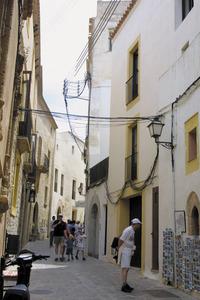Vista del carrer Major, que comença a la plaça de la Catedral. Foto: Moisés Copa.