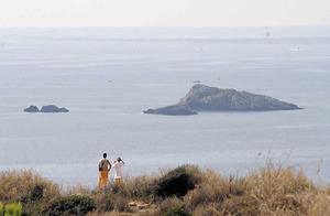 Es Malvins, amb ses Xelles i es Malví Pla, des des Soto. Són un grup de quatre illes properes al port d´Eivissa. Foto: Joan Antoni Riera.