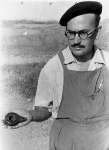 José María Mañá de Angulo durant una excavació.