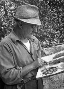 El dibuixant Antoni Marí Ribas emprant un senzill tros de canya amb tinta xinesa diluïda en aigua.