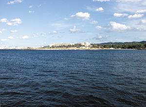 L´altra punta d´en Marí, que tanca per llevant el port des Torrent. Foto: Felip Cirer Costa.