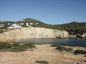 Cala Roja, a la vénda de sa Marina, del poble de Jesús. Foto: Felip Cirer Costa.