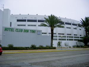 Hotel de la platja d´en Bossa, del grup Fiesta Hotels, integrat en el Grup d´Empreses Matutes, presidit per Abel Matutes Juan.