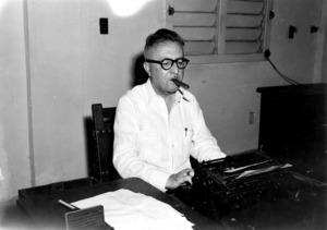 El periodista Ramon Medina Tur, els anys cinquanta, a la redacció del diari <em>Información</em> de l´Havana.